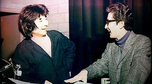 カナダのトロントで楽屋を訪ねてきた小澤征爾(左)と。6歳年上の「先輩」の、抜群の運動神経とリズム感に憧れていた