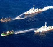 海保の巡視船、北朝鮮漁船に放水 退去求める様子を公開