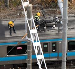 京浜東北線で架線切断、3列車停止 2千人が線路を移動