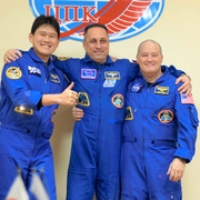 金井飛行士「3人と過ごす新しい一日に」 17日宇宙へ