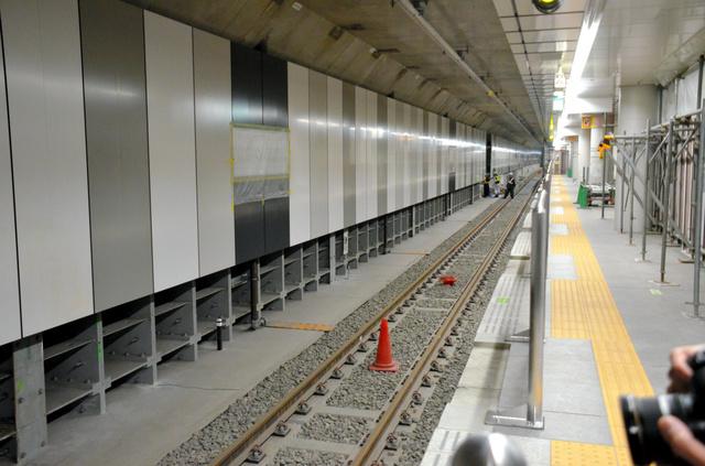 報道陣に公開された下北沢駅の緩行線ホーム