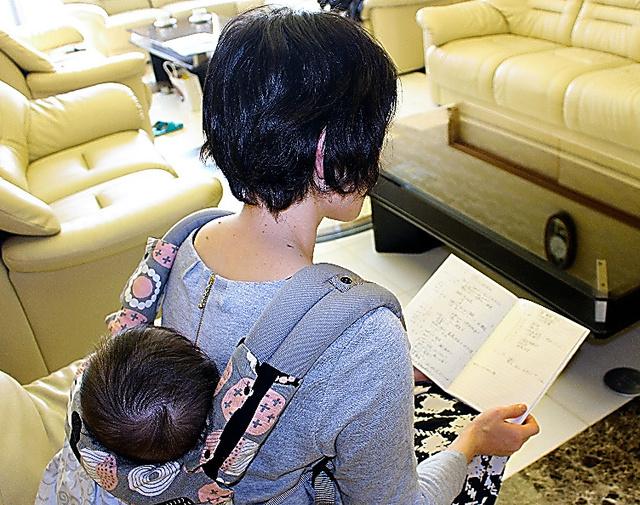 がんと診断された当時を振り返る女性=兵庫県加古郡