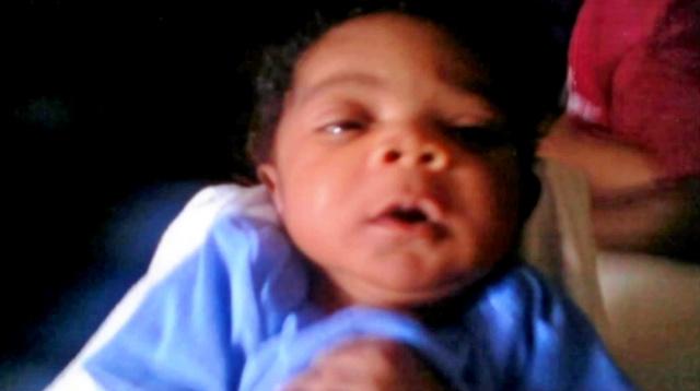 生前のチャーリーちゃん。2009年、生後1カ月で睡眠中に亡くなった(ボルティモア市の啓発ビデオから)