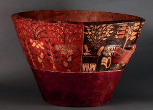 「植物モチーフで飾られた多彩色鉢」=ペルー文化省・国立考古学人類学歴史学博物館蔵、義井豊撮影