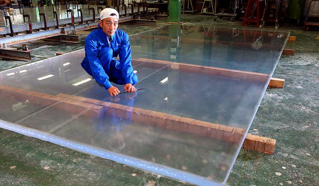 「水族館大国」の日本だけでなく、海外での仕事も多い。経験した30以上の現場のほぼ半数が中国やタイ、デンマークといった海外の水族館だ=栃木県佐野市、倉田貴志撮影
