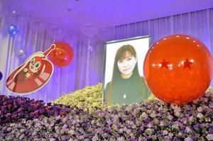 「鶴ひろみを送る会」の祭壇の遺影=1月13日、東京の青山葬儀所