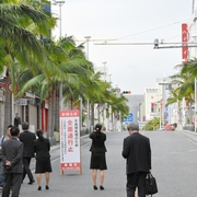 那覇で不発弾処理、国際通りが無人に 2500人が避難