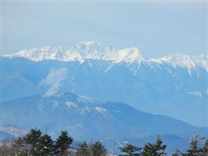 北横岳の山頂から望む穂高連峰=長野県の北横岳