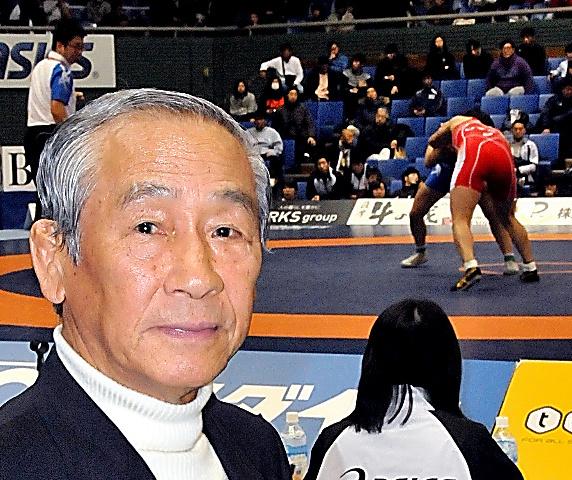 昨年の全日本レスリング選手権を観戦した吉田義勝=東京・駒沢体育館