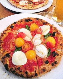 水牛チーズとミニトマトのピッツァ@JR小田原駅