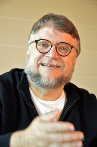 インタビューに答えるギレルモ・デル・トロ監督。私にとっては3度目の取材でした=1月25日、東京・有楽町