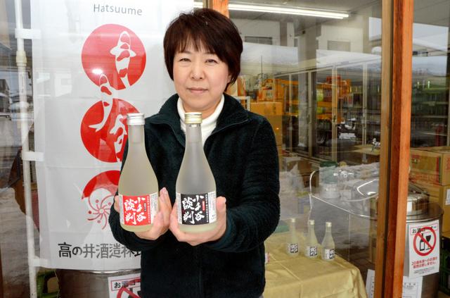 小千谷市内で売り出された清酒「小千谷談判」と発案者の高野千佳子さん