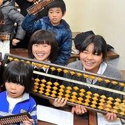 そろばん人気、商人のDNA 塾生徒が日本一多いのは…