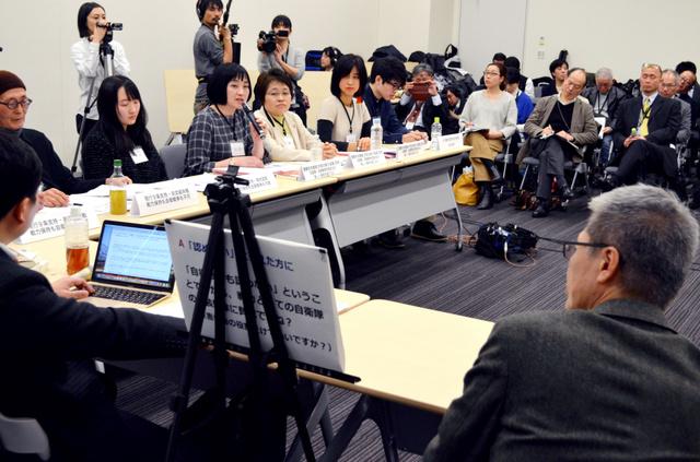 憲法9条や自衛隊のあり方をめぐり白熱した議論を交わす参加者たち=15日午後4時26分、東京・永田町
