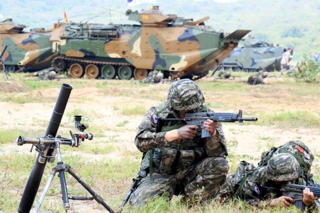 東南アジア最大級の軍事演習公開...
