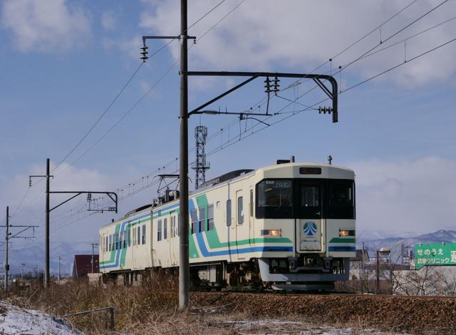 阿武隈急行の8100系=福島市