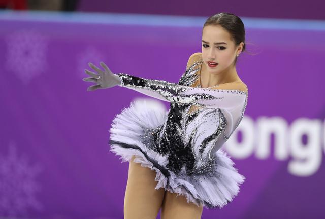 女子SPで演技するアリーナ・ザギトワ=遠藤啓生撮影