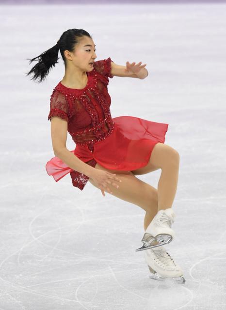 女子フリーの演技中、バランスを崩す坂本花織=白井伸洋撮影