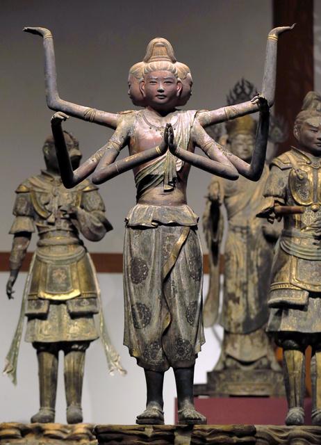 少年のような表情をたたえる国宝阿修羅像=奈良市の興福寺