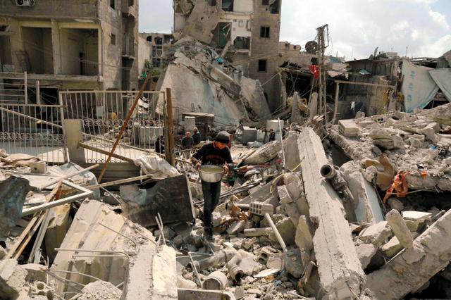 集中爆撃で死者600人超に シリア...