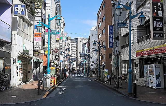 性的少数者が集まる東京・新宿2丁目。夜はにぎわう日本一のゲイタウンも、昼間は静か