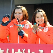 「メダルおめでとう」 カーリング女子、地元でパレード