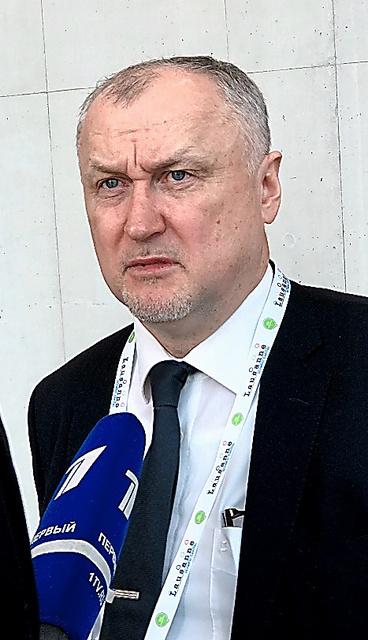 報道陣の取材に応じるロシアの反ドーピング機関のガヌス事務局長=21日、スイス・ローザンヌ
