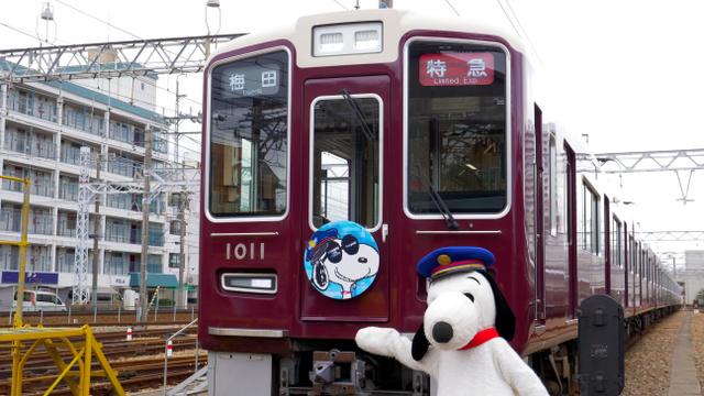 スヌーピーのヘッドマークをつけた「スヌーピー&フレンズ号」=阪急電鉄提供(C) 2018 Peanuts