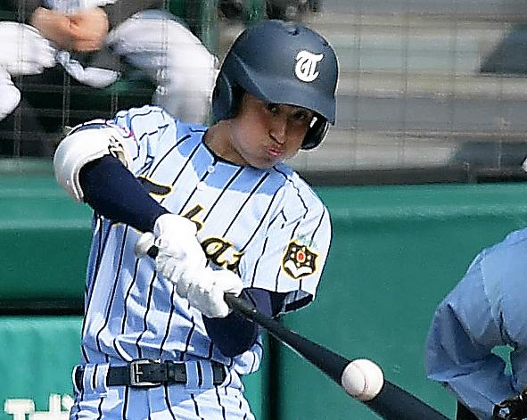 一回裏東海大相模2死一、二塁、斎藤は右越え3点本塁打を放つ