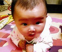 連載で紹介した、平間さん夫妻の間に生まれた咲樹ちゃん=2014年6月、平間さん提供