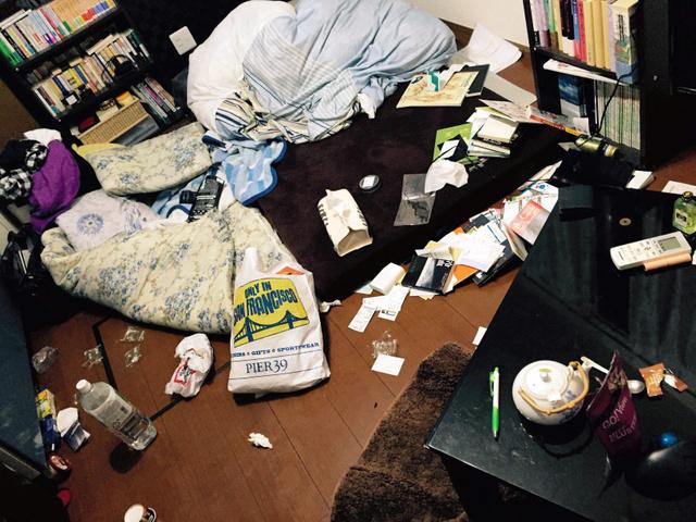 出張から帰宅した男性が目にした自分の部屋(2015年6月、男性提供)
