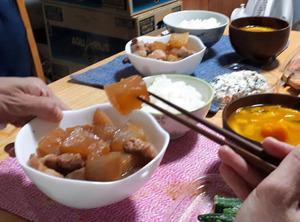 酒を断つために料理酒もみりんもおいていないわが家だが、妻はしょうゆと蜂蜜だけでおいしい煮物をつくってくれる