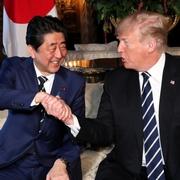 日米首脳、3度目ゴルフで蜜月演出 一度は断わったが