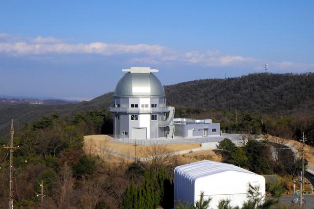 新しい望遠鏡「せいめい」を覆う京都大岡山天文台のドーム(同天文台提供)
