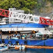加山雄三さんの船を引き揚げ 火災で全焼して沈没