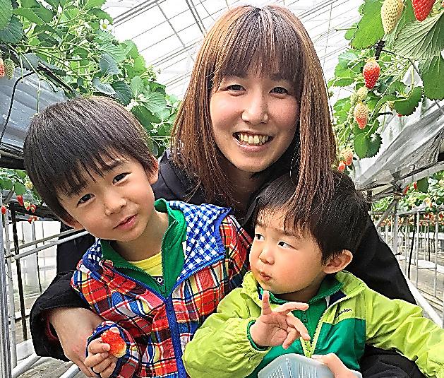 周産期心筋症に苦しんだ石川一美さん。家族と過ごす毎日を大切にしたいと考えている=本人提供
