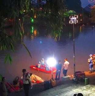 中国・桂林でドラゴンボート2隻が転覆、17人死亡