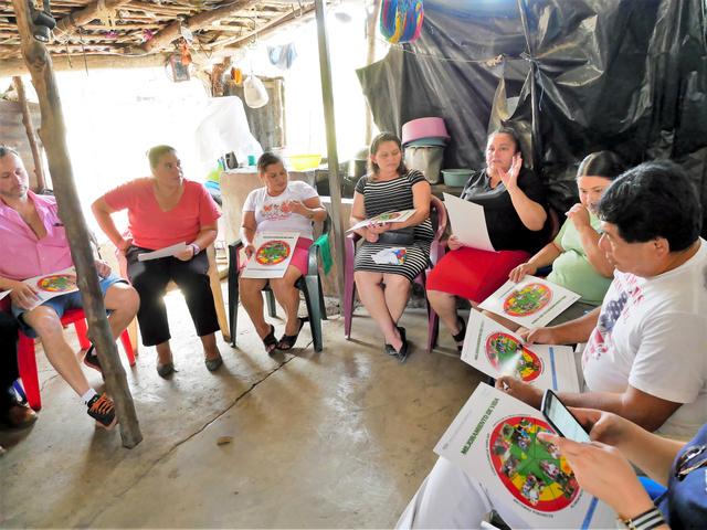 日本で学んだ生活改善のサークル活動に取り組む主婦たち=1月、エルサルバドル中部サンハシント、村山祐介撮影