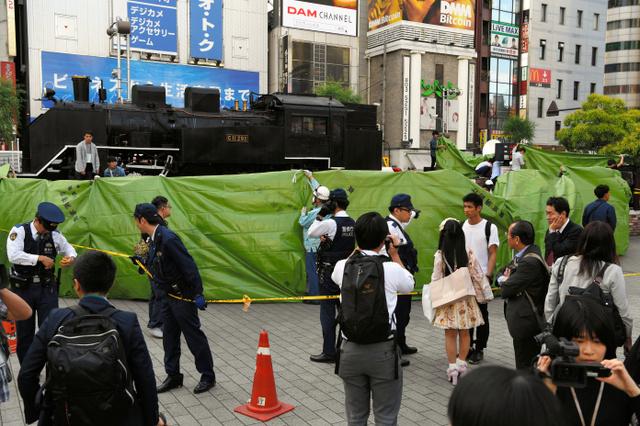 新橋駅前で女子高校生7人倒れる 過呼吸や熱中症の疑い:朝日新聞デジタル