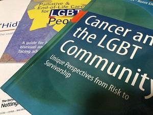 欧米ではLGBTとがんに関する多数の書籍やハンドブックが出ています
