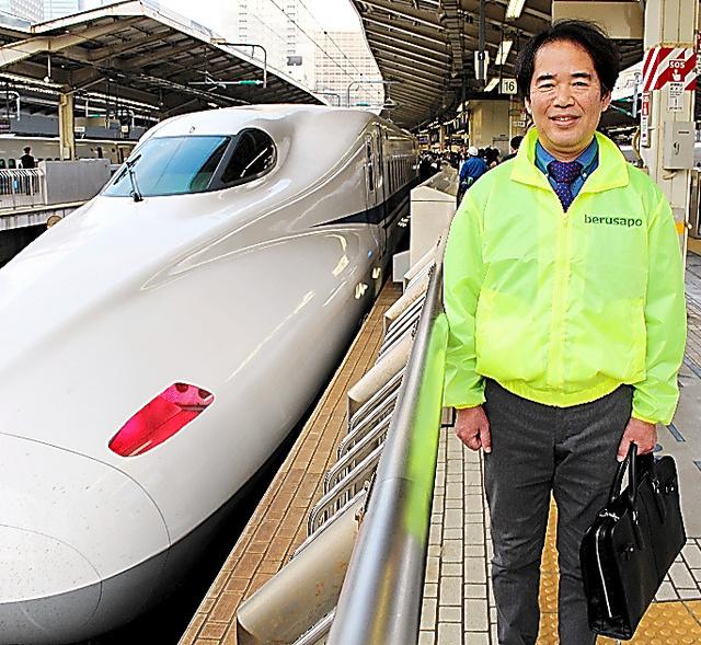 出迎えと見送りでJR東京駅の新幹線ホームには週に2、3回は行くという松下正宏=東京都千代田区