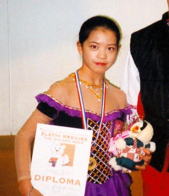 12歳の頃の鈴木明子さん=1997年12月、父和則さん提供