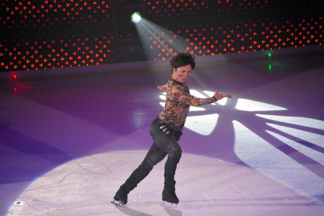 迫力ある演技で観客を魅了した宇野昌磨選手=大津市瀬田大江町