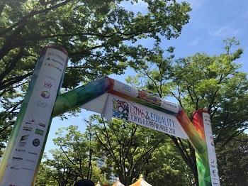 東京レインボープライドの会場ゲート、今年は約7千人が参加