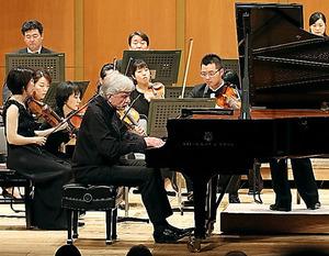 ペーター・レーゼル&紀尾井ホール室内管弦楽団=(C)風と緑の楽都音楽祭