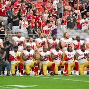 米NFLが国歌斉唱時に起立義務づけ 拒否に批判集まり