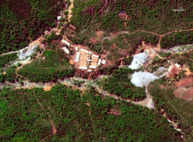 23日に撮影された北朝鮮・豊渓里の核実験場の衛星写真。米国の人工衛星会社デジタルグローブ提供=ロイター