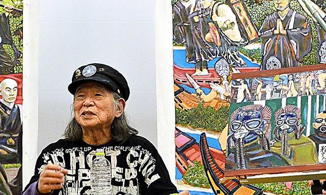 昨年11月、愛知県美術館が主催した講演に、自身の絵画を持参した。過去の「ゼロ次元」の活動をほうふつとさせるモチーフも描かれていた=同館提供