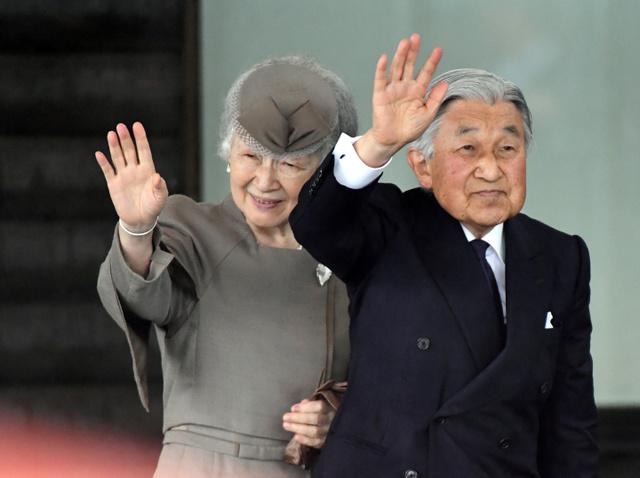 相馬市役所に到着した天皇、皇后両陛下=2018年6月11日午後0時1分、福島県相馬市中村、迫和義撮影