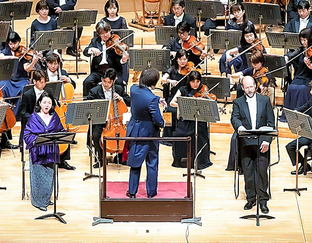 ウド・ツィンマーマン「白いバラ」を演奏する東京交響楽団=池上直哉氏撮影